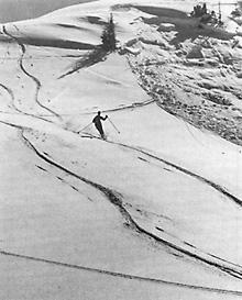 Wir hatten damals diesem Ereignis keine allzugrosse Bedeutung begemessen, denn so erklärt es sich, dass wir unmittelbar nach dem Schneebrettabgang unsere Spuren weiter in den Tiefschnee zogen.